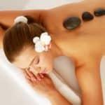 Le massage aux pierres chaudes, un massage incroyable !